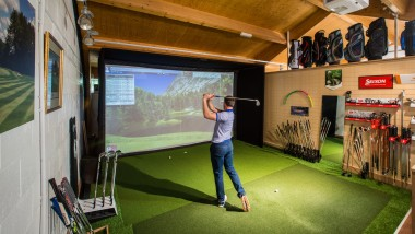 ViewSonic creates immersive indoor golf experience
