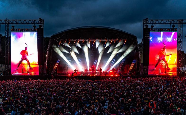 Green Hippo Rocks at Download Festival Pilot with Mandylights (C) Matt Eachus – pic 1