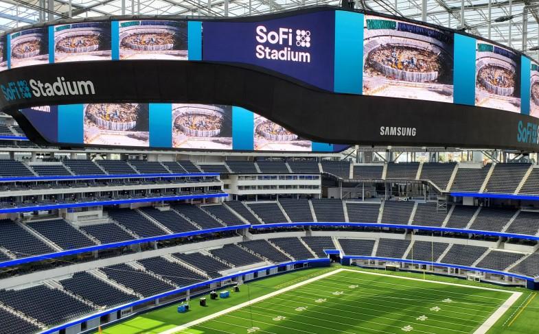 Samsung-LED-display-technology-at-Hollywood-Park-2